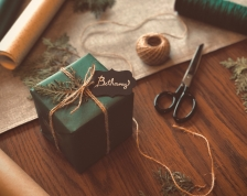 zöld karácsonyi ajándék